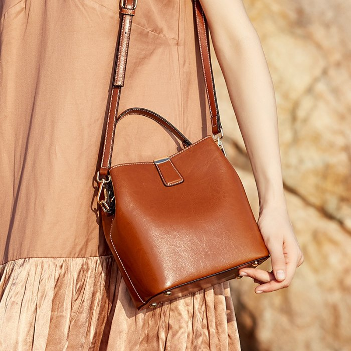 Cutom-logo-oil-waxed-crossbody-cowhide-handbag-CHB069-3