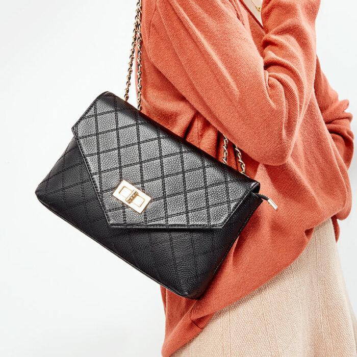 Fashion-chain-cowhide-crossbody-bag-wholesale-CHB063-1