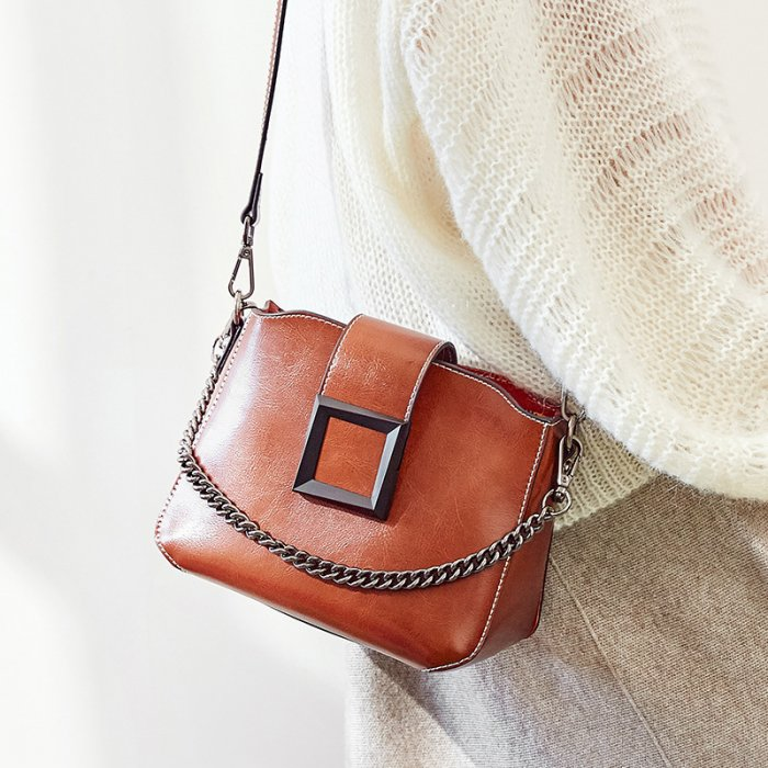 Wholesale-oil-waxed-cowhide-handbag-CHB092-3